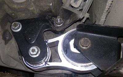 заміна опори двигуна